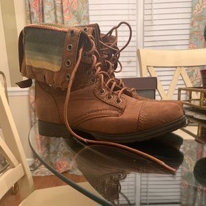 Mossimo brown lace up boot